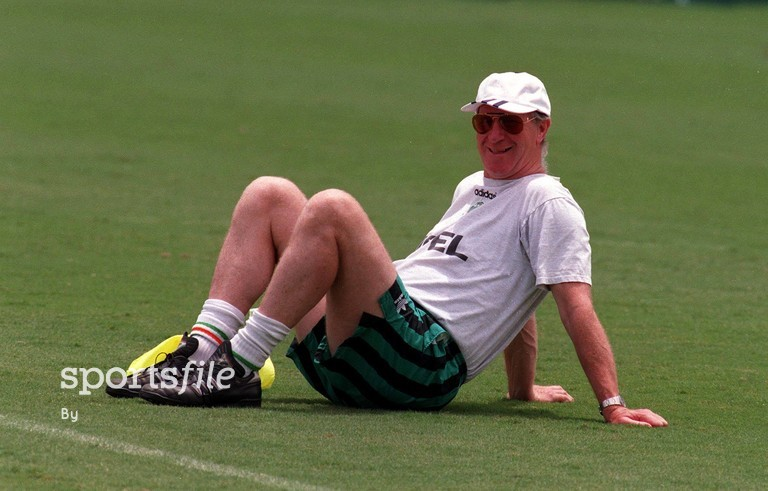 2 July 1994. Jack Charlton takes a break during a squad training session at the Orange Bowl, Florida. World Cup Finals, USA 1994. Picture Credit: David Maher/SPORTSFILE.