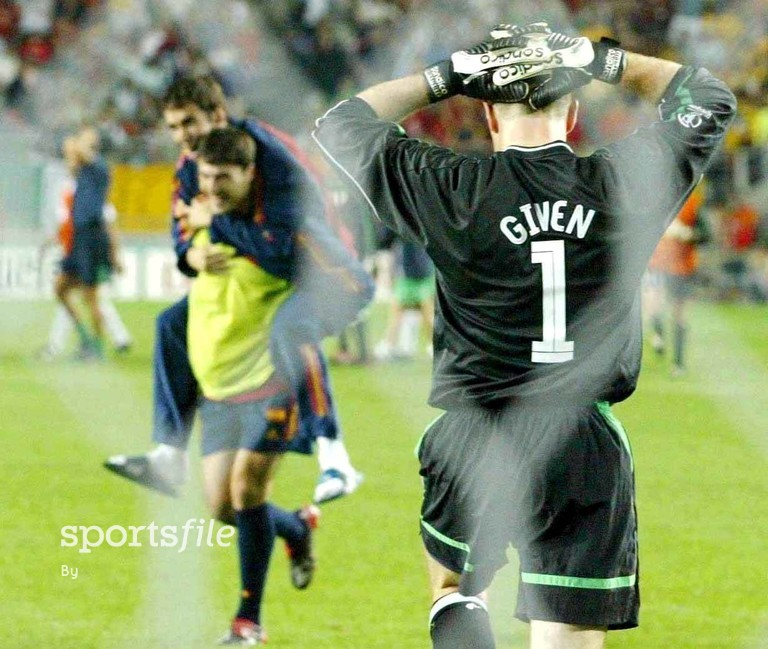 16 June 2002; Shay Given, Republic of Ireland, holds his head after defeat to Spain in a penalty shoot out. FIFA World Cup Finals, 2nd Round, Republic of Ireland v Spain, Suwon World cup stadium, Suwon, Korea. Soccer. Cup2002. Picture credit; David Maher / SPORTSFILE *EDI*