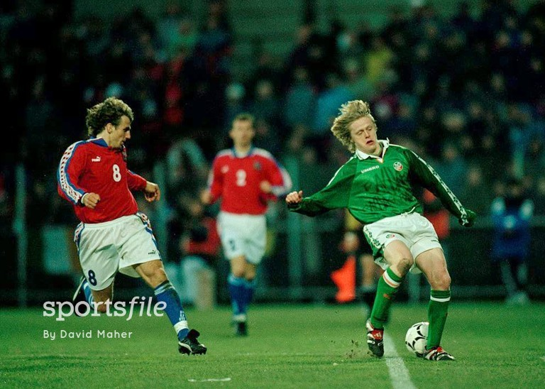25 March 1998; Damien Duff, Republic of Ireland, on his International debut in action against Karel Poborsky, Czech Republic. Czech Republic v Republic of Ireland, Sigma, Stadium, Olomouc, Czech Republic. Picture credit: David Maher / SPORTSFILE