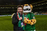 5 November 2017; Former Cork City player Sean Maguire with Cork City mascot 'Corky The Cheetah' following the Irish Daily Mail FAI Senior Cup Final match between Cork City and Dundalk at the Aviva Stadium in Dublin. Photo by Ramsey Cardy/Sportsfile