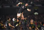 11 November 2017; Peter O'Mahony of Ireland offloads to Bundee Aki of Ireland after winning a lineout during the Guinness Series International match between Ireland and South Africa at the Aviva Stadium in Dublin. Photo by Eóin Noonan/Sportsfile
