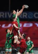 6 January 2018; James Cannon of Connacht takes the ball in the lineout against Jack O'Donoghue of Munster during the Guinness PRO14 Round 13 match between Munster and Connacht at Thomond Park in Limerick. Photo by Matt Browne/Sportsfile