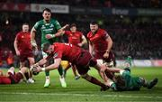 6 January 2018; Darren O'Shea of Munster scores his side's first try despite the efforts of Cillian Gallagher of Connacht during the Guinness PRO14 Round 13 match between Munster and Connacht at Thomond Park in Limerick. Photo by Diarmuid Greene/Sportsfile
