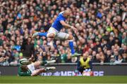 10 February 2018; Sergio Parisse of Italy is tackled by Keith Earls of Ireland during the Six Nations Rugby Championship match between Ireland and Italy at the Aviva Stadium in Dublin. Photo by David Fitzgerald/Sportsfile
