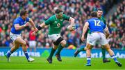 10 February 2018; Peter O'Mahony of Ireland off-loads under pressure from Tommaso Benvenuti of Italy during the Six Nations Rugby Championship match between Ireland and Italy at the Aviva Stadium in Dublin. Photo by Brendan Moran/Sportsfile