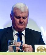 24 February 2018; Aogán Ó Fearghail removes his Presidential Medal before presenting the incoming Uachtarán Chumann Lúthchleas Gael John Horan with his during the GAA Annual Congress 2018 at Croke Park in Dublin. Photo by Piaras Ó Mídheach/Sportsfile