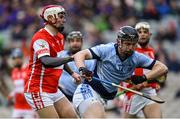 17 March 2018: John Sheanon of Cuala evades the attempted tackle from Kevin Downes of Na Piarsaigh during the AIB GAA Hurling All-Ireland Senior Club Championship Final match between Cuala and Na Piarsaigh at Croke Park in Dublin. Photo by David Fitzgerald/Sportsfile