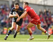21 April 2018; Robbie Henshaw of Leinster is tackled by Gareth Davies of Scarlets during the European Rugby Champions Cup Semi-Final match between Leinster Rugby and Scarlets at the Aviva Stadium in Dublin. Photo by Ramsey Cardy/Sportsfile