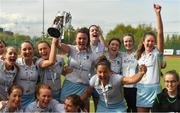 28 April 2018; UCD captain Deirdre Duke and her team-mates celebrate with the cup after the Women's EY Hockey League match between UCD and Monkstown at UCD in Belfield, Dublin. Photo by Piaras Ó Mídheach/Sportsfile