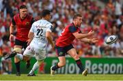 22 April 2018; JJ Hanrahan of Munster in action against Dan Carter of Racing 92 during the European Rugby Champions Cup semi-final match between Racing 92 and Munster Rugby at the Stade Chaban-Delmas in Bordeaux, France. Photo by Brendan Moran/Sportsfile