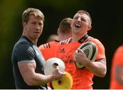 30 April 2018; Andrew Conway and forwards coach Jerry Flannery during Munster Rugby Squad Training at University of Limerick, Co Limerick. Photo by Piaras Ó Mídheach/Sportsfile