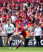 5 May 2018; JJ Hanrahan of Munster kicks a penalty during the Guinness PRO14 semi-final play-off match between Munster and Edinburgh at Thomond Park in Limerick. Photo by David Fitzgerald/Sportsfile