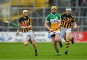 20 May 2018; Pat Camon of Offaly in action against Kikenny's Lester Ryan, left, and TJ Reid during the Leinster GAA Hurling Senior Championship Round 2 match between Kilkenny and Offaly at Nowlan Park in Kilkenny. Photo by Piaras Ó Mídheach/Sportsfile