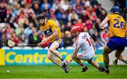20 May 2018; Tony Kelly of Clare beats Cork goalkeeper Anthony Nash on the way to scoring his side's goal during the Munster GAA Hurling Senior Championship Round 1 match between Cork and Clare at Páirc Uí Chaoimh in Cork. Photo by Brendan Moran/Sportsfile