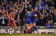 26 May 2018; James Lowe of Leinster is congratulated by team mate Jonathan Sexton after scoring his side's second try during the Guinness PRO14 Final between Leinster and Scarlets at the Aviva Stadium in Dublin. Photo by David Fitzgerald/Sportsfile