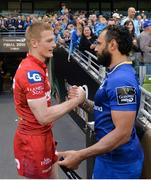 26 May 2018; Isa Nacewa of Leinster shakes hands with Johnny McNicholl of Scarlets following the Guinness PRO14 Final between Leinster and Scarlets at the Aviva Stadium in Dublin. Photo by David Fitzgerald/Sportsfile