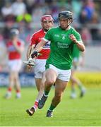 2 June 2018; Darragh O'Donovan of Limerick gets past Daniel Kearney of Cork during the Munster GAA Hurling Senior Championship Round 3 match between Cork and Limerick at Páirc Uí Chaoimh in Cork. Photo by Piaras Ó Mídheach/Sportsfile