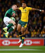 16 June 2018; Keith Earls of Ireland catches a high ball ahead of Israel Folau of Australia during the 2018 Mitsubishi Estate Ireland Series 2nd Test match between Australia and Ireland at AAMI Park, in Melbourne, Australia. Photo by Brendan Moran/Sportsfile