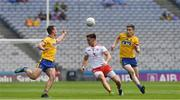 14 July 2018; Pádraig Hampsey of Tyrone in action against Enda Smith, left, and Cathal Compton of Roscommon during the GAA Football All-Ireland Senior Championship Quarter-Final Group 2 Phase 1 match between Tyrone and Roscommon at Croke Park in Dublin. Photo by Ray McManus/Sportsfile