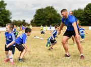 17 July 2018; Leinster's Sean O'Brien with camp participants during the Bank of Ireland Leinster Rugby Summer Camp at Tullow RFC, in Roscat, Tullow, Co. Carlow. Photo by Seb Daly/Sportsfile