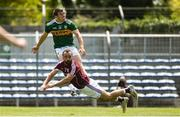 21 July 2018; Niall Ó Sé of Kerry cores a point despite the efforts of Eddie O'Sullivan of Galway during the GAA Football All-Ireland Junior Championship Final match between Kerry and Galway at Cusack Park in Ennis, Co. Clare. Photo by Diarmuid Greene/Sportsfile