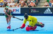 4 August 2018; Chloe Watkins of Ireland scores her side's second penalty past Maria Ruiz of Spain in the shooutout during the Women's Hockey World Cup Finals semi-final match between Ireland and Spain at the Lee Valley Hockey Centre in QE Olympic Park, London, England. Photo by Craig Mercer/Sportsfile