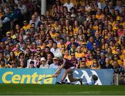 5 August 2018; Joe Canning of Galway cuts a line ball over the bar for his side's 16th point in the 69th minute of the GAA Hurling All-Ireland Senior Championship semi-final replay match between Galway and Clare at Semple Stadium in Thurles, Co Tipperary. Photo by Ray McManus/Sportsfile