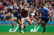 11 August 2018; Eoghan Kerin of Galway in action against Con O'Callaghan, left, and James McCarthy of Dublin during the GAA Football All-Ireland Senior Championship semi-final match between Dublin and Galway at Croke Park in Dublin.  Photo by Piaras Ó Mídheach/Sportsfile