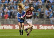 11 August 2018; Lucy Donoghue, Tobar an Léinn, Mountrath, Laois, representing Dublin, in action against Nicole McDaid, Scoil Iosagáin, Buncrana, Donegal, representing Galway, during the INTO Cumann na mBunscol GAA Respect Exhibition Go Games at the GAA Football All-Ireland Senior Championship Semi Final match between Dublin and Galway at Croke Park in Dublin.  Photo by Piaras Ó Mídheach/Sportsfile