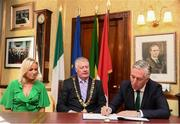 16 August 2018; John Delaney, CEO, Football Association of Ireland, signs the visitors book in the company of his partner Emma English and Cllr. Mick Finn, Lord Mayor of Cork, at a reception hosted by the Lord Mayor of Cork for a FAI Delegation at City Hall in Cork. Photo by Stephen McCarthy/Sportsfile