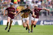 19 August 2018; Conor Kelly of Kilkenny in action against Evan Duggan, left, and Oisín Flannery of Galway during the Electric Ireland GAA Hurling All-Ireland Minor Championship Final match between Kilkenny and Galway at Croke Park in Dublin. Photo by Piaras Ó Mídheach/Sportsfile
