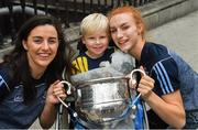 17 September 2018; Rían Sheridan, age 5, from Athenry in Galway, with Dublin footballers Lyndsey Davey, left, and Lauren Magee with the Brendan Martin Cup during the TG4 All-Ireland Senior Ladies Football Champions visit Temple Street Children's University Hospital in Dublin. Photo by Piaras Ó Mídheach/Sportsfile