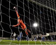 5 October 2018; Brendan Clarke of St Patrick's Athletic makes a save during the SSE Airtricity League Premier Division match between Dundalk and St Patrick's Athletic at Oriel Park in Dundalk, Co Louth. Photo by Seb Daly/Sportsfile