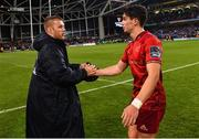 6 October 2018; Seán O'Brien of Leinster shakes hands with Joey Carbery of Munster following the Guinness PRO14 Round 6 match between Leinster and Munster at the Aviva Stadium in Dublin. Photo by Ramsey Cardy/Sportsfile