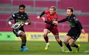 27 October 2018; Keith Earls of Munster in action against Niko Matawalu, left, and Ruaridh Jackson of Glasgow Warriors during the Guinness PRO14 Round 7 match between Munster and Glasgow Warriors at Thomond Park, Limerick. Photo by Brendan Moran/Sportsfile