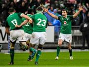 3 February 2018; Jonathan Sexton of Ireland celebrates with teammates after kicking the match winning drop goal during the NatWest Six Nations Rugby Championship match between France and Ireland at the Stade de France in Paris, France. Photo by Brendan Moran/Sportsfile