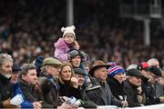 24 January 2019; Seven year old Lauren Pitt and her dad Michael from Gowran watch on at Gowran Park Racecourse in Kilkenny. Photo by Matt Browne/Sportsfile