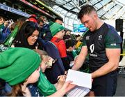 15 February 2019; Peter O'Mahony meets supporters following an Ireland rugby open training session at the Aviva Stadium in Dublin. Photo by Seb Daly/Sportsfile