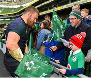 15 February 2019; Sean O'Brien meets supporters following an Ireland rugby open training session at the Aviva Stadium in Dublin. Photo by Seb Daly/Sportsfile