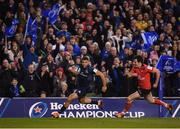 30 March 2019; Adam Byrne of Leinster on his way to scoring his side's second try despite the attention of Jacob Stockdale of Ulster during the Heineken Champions Cup Quarter-Final between Leinster and Ulster at the Aviva Stadium in Dublin. Photo by Stephen McCarthy/Sportsfile