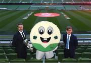 4 April 2019; Republic of Ireland manager Colin O'Brien, left, and Republic of Ireland U17 captain Seamus Keogh, right, with mascot Barry the Bodhran following the 2019 UEFA European Under-17 Championship Finals Draw at the Aviva Stadium in Dublin. Photo by Stephen McCarthy/Sportsfile