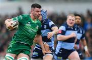 13 April 2019; Paul Boyle of Connacht gets past Matthew Morgan of Cardiff Blues during the Guinness PRO14 Round 20 match between Connacht and Cardiff Blues at The Sportsground in Galway. Photo by Piaras Ó Mídheach/Sportsfile