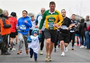 14 April 2019; Ray Dowling with his son Jack, aged 3, competing in the Great Ireland Run 2019 in conjunction with AAI National 10k Championships at Phoenix Park in Dublin. Photo by Sam Barnes/Sportsfile