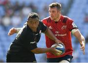 20 April 2019; Mako Vunipola of Saracens is tackled by Peter O'Mahony of Munster during the Heineken Champions Cup Semi-Final match between Saracens and Munster at the Ricoh Arena in Coventry, England. Photo by Brendan Moran/Sportsfile
