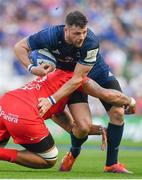 21 April 2019; Robbie Henshaw of Leinster is tackled by Maks Van Dyk of Toulouse during the Heineken Champions Cup Semi-Final match between Leinster and Toulouse at the Aviva Stadium in Dublin. Photo by Brendan Moran/Sportsfile