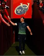 27 April 2019; Robin Copeland of Connacht is greeted by Munster supporters as he arrives for the Guinness PRO14 Round 21 match between Munster and Connacht at Thomond Park in Limerick. Photo by Diarmuid Greene/Sportsfile