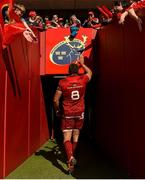 4 May 2019; CJ Stander of Munster acknowledges supporters as he leaves the field after the Guinness PRO14 quarter-final match between Munster and Benetton Rugby at Thomond Park in Limerick. Photo by Diarmuid Greene/Sportsfile