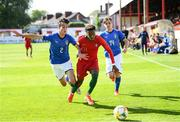 13 May 2019; Pedro Brazão of Portugal in action against Francesco Lamanna, left, and Michael Brentan of Italy during the 2019 UEFA European Under-17 Championships quarter-final match between Italy and Portugal at Tolka Park in Dublin. Photo by Stephen McCarthy/Sportsfile