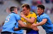20 July 2019; Enda Smith of Roscommon in action against Brian Fenton, left, and Eric Lowndes of Dublin during the GAA Football All-Ireland Senior Championship Quarter-Final Group 2 Phase 2 match between Dublin and Roscommon at Croke Park in Dublin. Photo by Seb Daly/Sportsfile