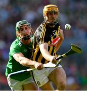 27 July 2019; Colin Fennelly of Kilkenny gets past Seán Finn of Limerick before score his side's first goal during the GAA Hurling All-Ireland Senior Championship Semi-Final match between Kilkenny and Limerick at Croke Park in Dublin. Photo by Piaras Ó Mídheach/Sportsfile